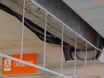 В детской поликлинике города Назарово обрушилась потолочная плитка